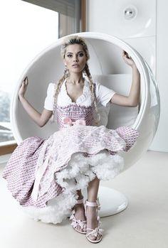Moderner Dirndl by Schmitt & Schäfer #fashion #style #dirndl #wiesn