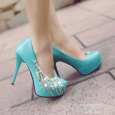Talk about some gorgeous heels! :)