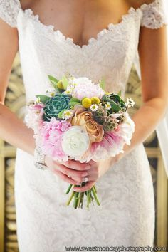 <3! This bridal bouquet is heavenly! | Photo by http://sweetmondayphotography.com Bouquet by http://primarypetals.com