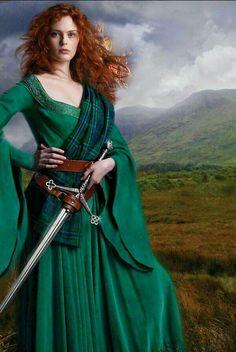Celtic warrior princess, much like Merida. Medieval Dress, Medieval Fantasy, Medieval Girl, Viking Dress, Costume Original, Danish Vikings, Celtic Dress, Celtic Warriors, Redheads