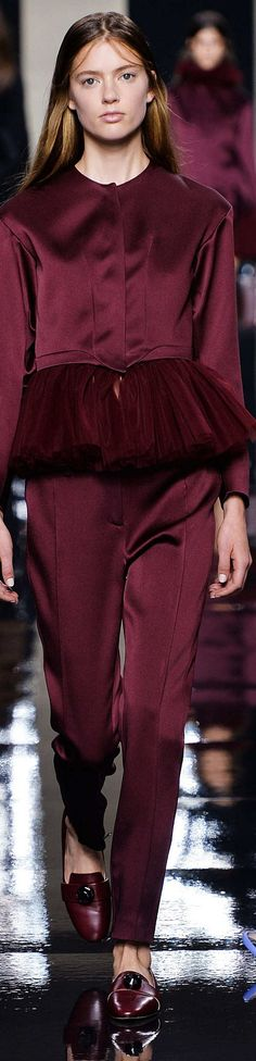 Christopher Kane Collection Spring 2015 Burgundy And Gold, Burgundy Wine, Burgundy Color, Purple, Colorful Fashion, Unique Fashion, Womens Fashion, Fashion Design, Shades Of Maroon