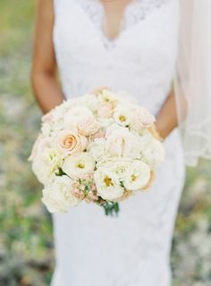 A blush and ivory bouquet is absolutely timeless Photography by Bryce Covey Photography / brycecoveyphotography.com, Floral Design by Evans King Floral / evanskingfloral.com/