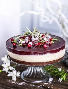 Gin tonic -karpalojuustokakku   Maku Just Eat It, Food Tasting, Gin And Tonic, Piece Of Cakes, Cheesecakes, Food And Drink, Sweet, Ethnic Recipes, Christmas Foods
