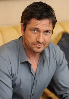 Think I'm gonna faint... yes, definitely, I'm fainting! ♡ #Gerard #Butler