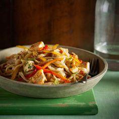 Cette rafraichissante salade de poulet est parfait pour les pique-niques et les fêtes de barbecue. | Le Poulet du Québec