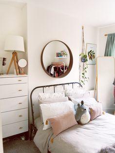 Hallway Home Decor Minimal, Scandi Style bedroom Home Decor Bedroom, Modern Bedroom, Bedroom Wall, Bedroom Lamps, Wall Lamps, Bedroom Lighting, Design Bedroom, Scandi Bedroom, Dream Bedroom