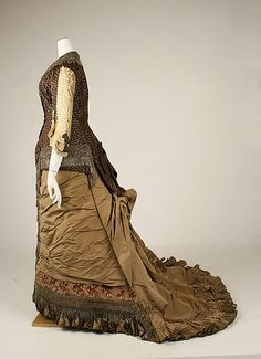 Side view of the Jacques Doucet 1880 dress