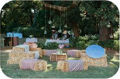 Décorateur et organisateur d'événement - Montpellier - Listen Up Production - rustic wedding - canapé en paille - botte de paille - liberty wedding