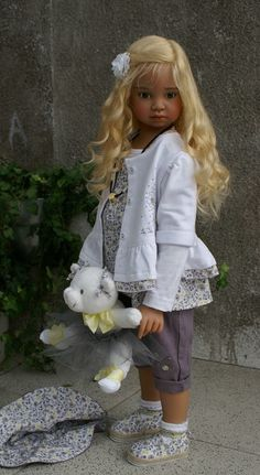 Angela Sutter doll (love the skin tone and hair color together)