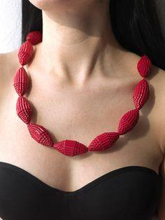 Perlenkette aus Wellpappe                                                                                                                                                                                 Mehr