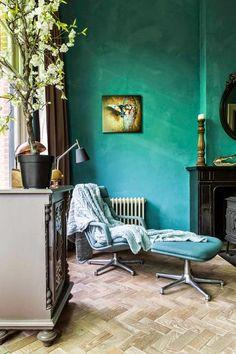 Keltainen talo rannalla: Rustiikkia, värejä ja huonekaluja