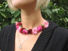 NAchdem ich für die Rosenelfe im Shop *lieblingspuppen* noch einmal schöne alte englische Filzrosen gestaltet hatte, hatte ich das Gefühl, das sie sic