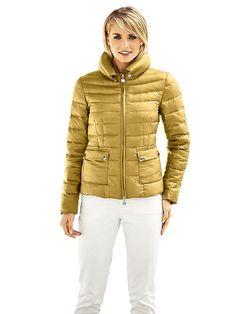 #B.C. #Best #Connections #Damen #Daunenjacke #gelb Superleicht, superwarm, supermodisch – und in super Farben! Ihr Plus: im dazugehörigen Beül kann die Jacke unterwegs wunderbar verstaut werden! Großer Stehkragen, mit Druckknöpfen zu fixieren. Aufgesetzte Pattentaschen mit Druckknopfverschluss. Zwei-Wege-Zipper. Länge ca. 58 cm. Figurbetonte Form. Obermaterial und Futter: 100% Polyamid. Füllung: 80% Entendaunen, 20% Federn. Waschbar. Enthält nichttextile Teile tierischen Ursprungs. <br…