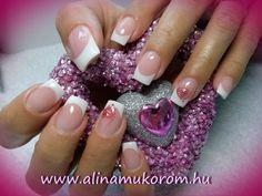 valentin napi szivecskes rozsaszin francia műköröm minták