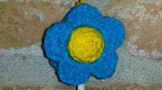 Detalle de flor turquesa y amarillo-