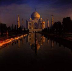 Agra Taj Mahal (Palazzo della Corona) - Old slide digitized Places Around The World, Around The Worlds, Taj Mahal, India Holidays, Walking In Nature, Agra, Hotel Deals, India Travel, Incredible India