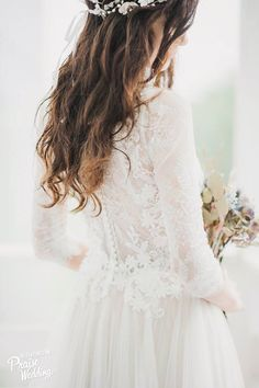 Natural curls look absolutely amazing with laced gowns! Refreshing and oh so chic!