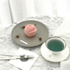 I Love Food, Good Food, Yummy Food, Cute Desserts, Dessert Recipes, Cafe Food, Aesthetic Food, Coffee Recipes, Food Art