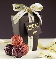 spruengli chocolates, divine Swiss Chocolate, Best Chocolate, Valentines Day Chocolates, Soul Food, Give It To Me, Food And Drink, Milk, Place Card Holders, Truffle
