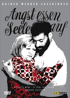 O Medo Devora a Alma (Angst essen Seele auf - 1974) Dir: Rainer W. Fassbinder. Como seria a vida sem preconceitos? Talvez veríamos mais casais improváveis como a sexagenária viúva Emmy (Brigitte Mira) e o marroquinho trintão Ali (El Hedi ben Salem) – apelido de todo pardo na Alemanha. Eles fazem bem um para o outro, assumem o relacionamento e enfrentam até racismo. Porém, eles próprios se revelam preconceituosos. O imigrante Salem era amante de Fassbinder, o que sugere passagens…