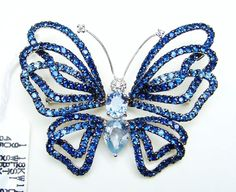 solid white gold gr), genuine natural white diamonds cts) (f color, si clarity) and genuine natural blue sapphire cts) brooch. This is a really substantial brooch. Magnificent Butterfly Brooch that Doubles as a Slide or Pendant. Old Jewelry, Fine Jewelry, Indian Jewelry, Jewellery, Felt Brooch, Brooch Pin, Saphir Rose, Cowgirl Bling, Gold Brooches