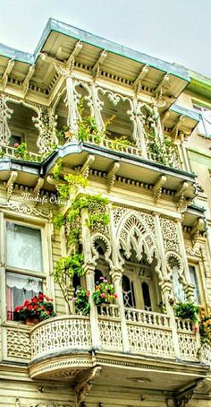 Fashion – Kadıköy / İstanbul – Balconies The post Fashion – Kadıköy / İstanbul – Balconies appeared first on Woman Casual - Camping Turkish Architecture, Beautiful Architecture, Beautiful Buildings, Art And Architecture, Architecture Details, Beautiful Homes, Beautiful Places, Build Your House, Modernisme