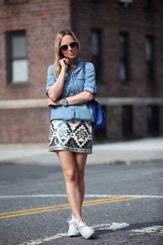 Brooklyn Blonde looking amazing in sequin skirt and chambray shirt. Sequin Skirt Outfit, Skirt Outfits, Cute Outfits, Sequined Skirt, Skirt Fashion, Fashion Outfits, Fashion Trends, Fast Fashion, Fashion Fall