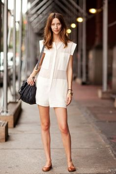 Rompers are childish, reducing women to presenting as toddlers. These leggy girl women look cute, and I get the appeal of one-piece dressing, but still. Fashion Moda, Look Fashion, Fashion Trends, Net Fashion, Curvy Fashion, Fall Fashion, Looks Style, Style Me, Look Con Short