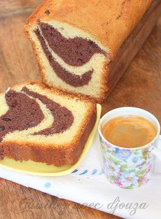 Chocolate marbled yoghurt cake Source by Chocolate Yogurt Cake, Chocolate Desserts, Mantecaditos, Marble Cake, Homemade Muesli, Tray Bakes, Food Network Recipes, Nutella, Cake Recipes