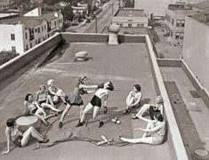 Mulheres praticando Boxe em um telhado de Los Angeles em 1933.