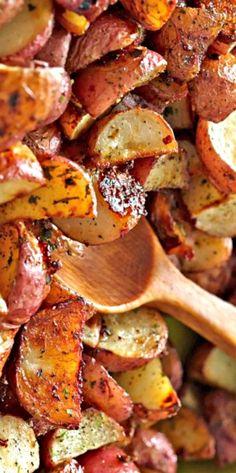 Original Hidden Valley Ranch Roasted Potatoes Recipe--sub olive oil, yam Roasted Potato Recipes, Vegetable Recipes, Red Roasted Potatoes, Red Potato Recipes, Seasoned Potatoes, Side Dish Recipes, Dinner Recipes, Side Dishes, Great Recipes