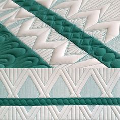 Tripped-Out Triple Borders – QuiltWeek. I like the way the green strip is not centered over the stitched diamonds Quilting Rulers, Quilt Binding, Quilt Stitching, Longarm Quilting, Free Motion Quilting, Quilting Templates, Machine Quilting Designs, Quilting Tutorials, Quilt Patterns