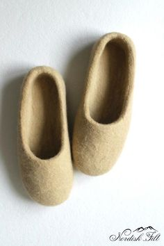 You can make a perfect gift for someone! Wool is a natural fiber that has been irreplaceable protection from cold and heat for more than two thousand years. Felted Wool Slippers, Perfect World, Womens Slippers, Wool Felt, Fiber, Cold, Woman, Natural, Gifts