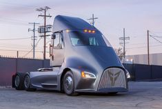 A new electric truck company thinks its modest approach will captivate regional-haul trucking fleets. The Thor Trucks team is focused on providing long-haul electric truck solutions that it says are reasonable and profitable now. Semi Trucks, Big Trucks, Electric Semi Truck, Electric Cars, Electric Vehicle, Bmw I3, Cummins, Le Thor, Medium Duty Trucks