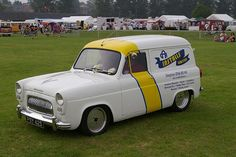 Ford Anglia, Cool Old Cars, Day Van, Van Interior, Old Classic Cars, Old Fords, Vintage Vans, Gmc Trucks, All Cars