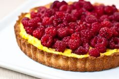 Tarta cu zmeura Breakfast Dessert, Dessert Bars, Dessert Recipes, Raspberry Tarts, Good Food, Yummy Food, Romanian Food, Cheesecake, Deserts