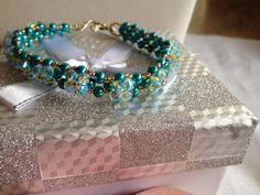 Un preferito personale dal mio negozio Etsy https://www.etsy.com/it/listing/221582406/bracciale-con-perle-di-vetro-turchesi-e
