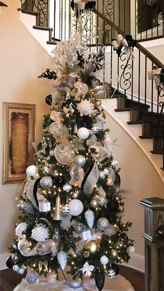 Christmas tree 2016 Silver gold black and white tree