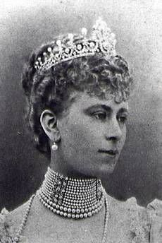 LADIES OF ENGLAND DIAMOND TIARA Another wedding gift from the Ladies of England. HM Queen consort Mary of the United Kingdom, nee Princess Mary of Teck