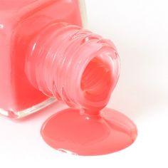 Coral nail polish is randomly popular... me gusta.