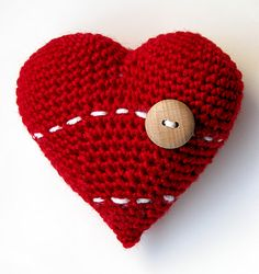 I Love Yarn Day Amigurumi Heart Free Pattern  ladycrochet.blogspot.es