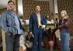 The Nice Guys - il detective Jackson Healy (Russell Crowe), l'investigatore privato Holland March (Ryan Gosling) e la figlia Holly (Angourie Rice) pronti all'azione © 2016 LUCKY RED