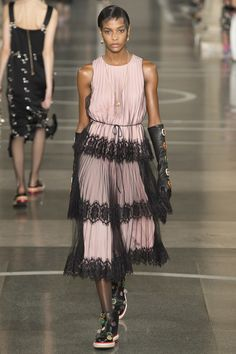 Christopher Kane - Spring 2017 Ready-to-Wear