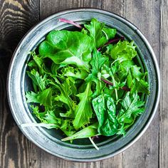 Discover smart and healthy tricks to kick up the flavor in your vegetables, reinvent the classics and make those sides Easy Cooking, Cooking Tips, Cooking Recipes, Healthy Tips, Healthy Eating, Croq Kilo, Eating Well, Food Hacks, Natural Health