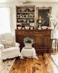 32 Perfect French Home Decoration Ideas. If you are looking for French Home Decoration Ideas, You come to the right place. Below are the French Home Decoration Ideas. This post about French Home Deco. French Country Rug, Modern Country, French Country Decorating, Cross Country, Winchester, Vintage Farmhouse Decor, Country Farmhouse Decor, Vintage French Decor, French Home Decor