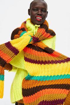 33 Winter Accessories Fashion Girls Will Love Knit Headband Pattern, Knitted Headband, Knitting Accessories, Winter Accessories, Ways To Wear A Scarf, Multi Coloured Scarves, Zara, Foto Instagram, Designer Scarves