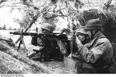 German paratrooper with MG42 machine gun France 21 June 1944. Photo: Bundesarchiv Bild 101I-587-2253-15 Toni Schneiders.