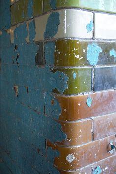 Peeling paint exposi