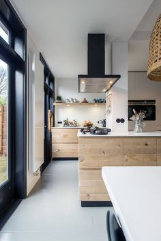 You have got a small kitchen, we've got ideas to make it better - including tips, pictures, and storage solutions. Look out design inspiration from these awesome small kitchen design ideas. Home Decor Kitchen, New Kitchen, Home Kitchens, Kitchen Dining, Kitchen Cabinets, Kitchen White, Kitchen Wood, Kitchen Ideas, Kitchen Lamps