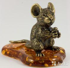 Фигурка Мышь с Зернышком Янтарь Миниатюра Литье, Размеры: высота - 3.8 см. ширина - 5с м - 900 руб.
